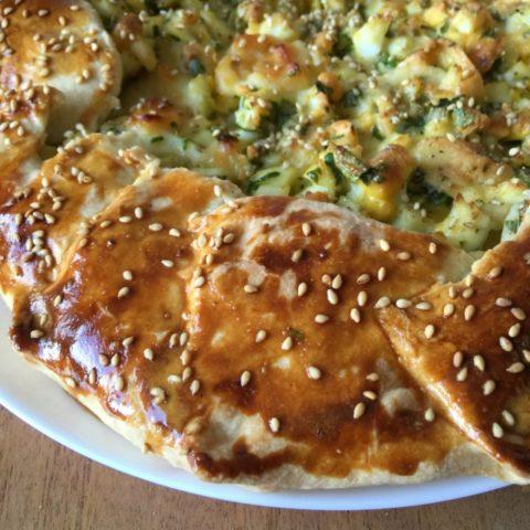 открытый пирог с яйцом и сыром