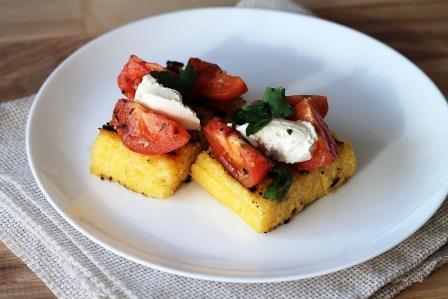 полента с помидорами и сыром