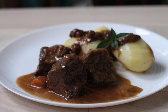 беф бургиньон, говядина, телятина, говядина в вине, тушеное мясо, тушеная говядина, французская кухня,